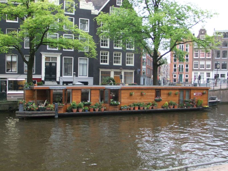 Sabbatical in delft and beyond dutch scenes boat houses for Houseboat amsterdam