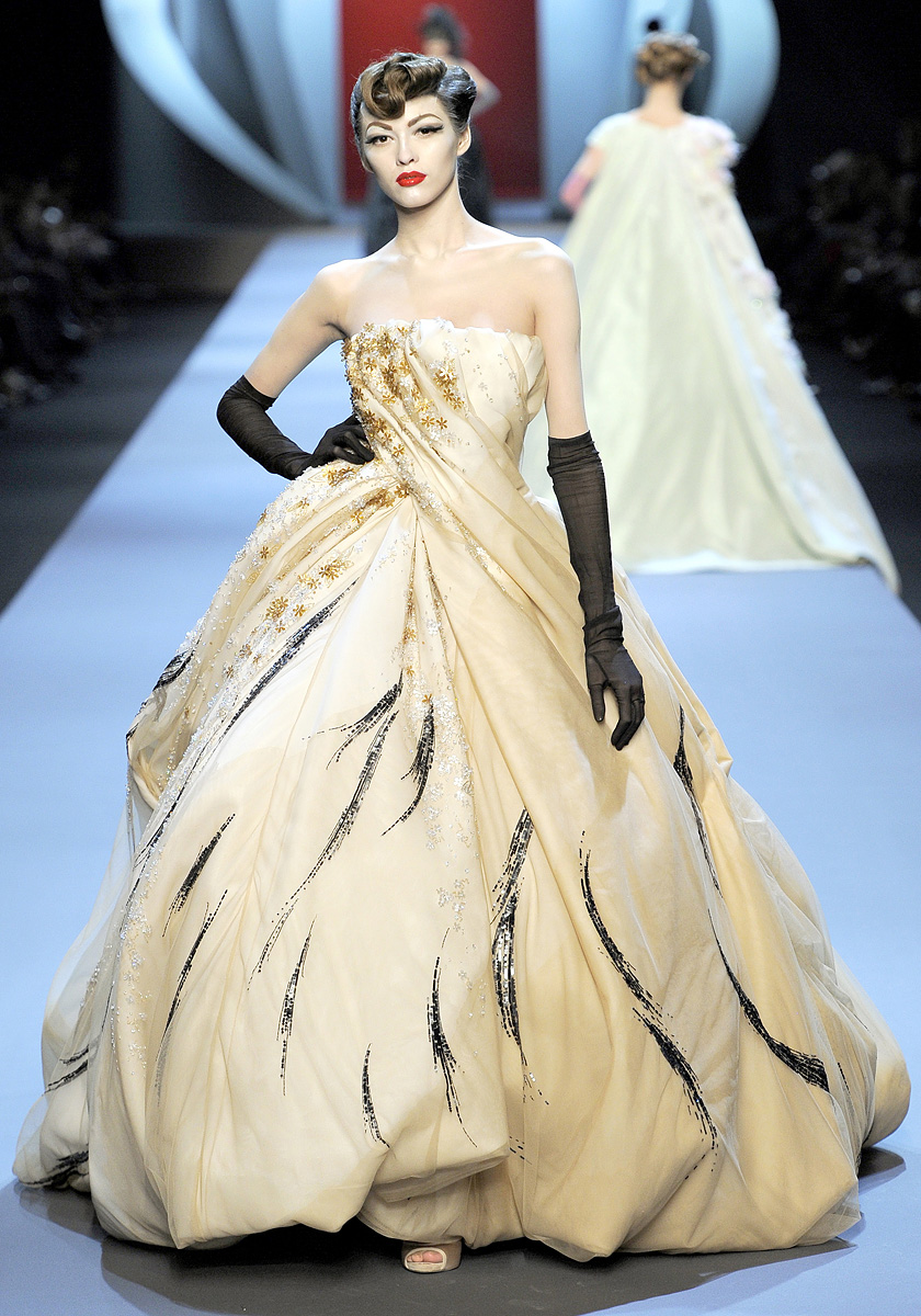 Blonde red christian dior couture s s 2011 for Couture clothing