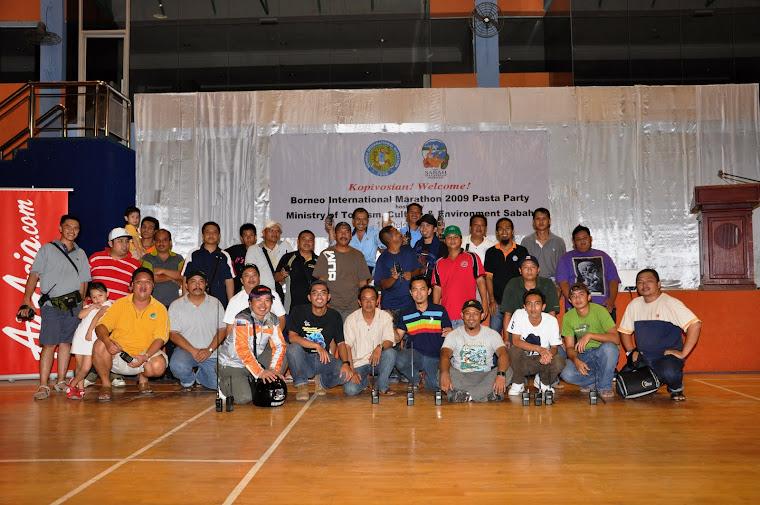 Antara Petugas-Petugas Sabah International Marathon 2009 (Komunikasi)