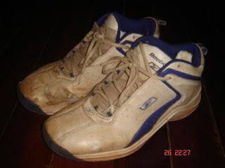 Sepatu Keren Berdebu