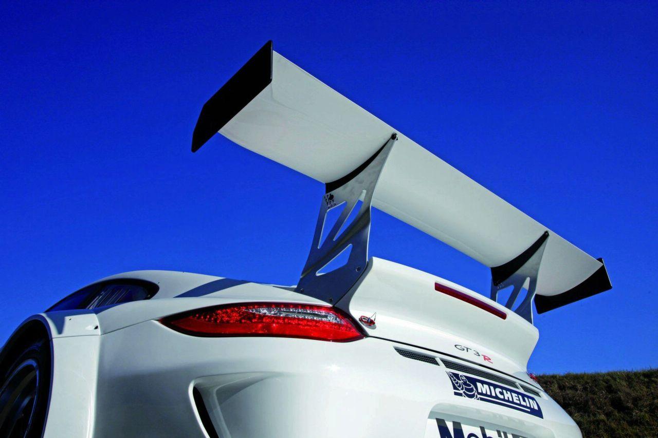 http://3.bp.blogspot.com/_3kC7x8v3a0s/SwnYtnWVWHI/AAAAAAAAIDM/UmP4z15hDJU/s1600/Porsche%2B911%2BGT3%2BR%2B3.jpg