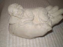 Betong hand med sovande barn