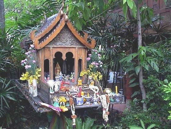 Spirit houses in bangkok the depth of the diverse for Thailand houses pictures