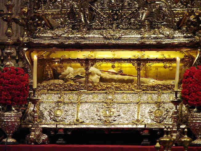 [urna-de-san-fernando-catedral-de-sevilla-capilla-real[1].jpg]