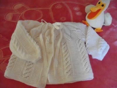 Beyaz yakadan başlama bebek hırkası
