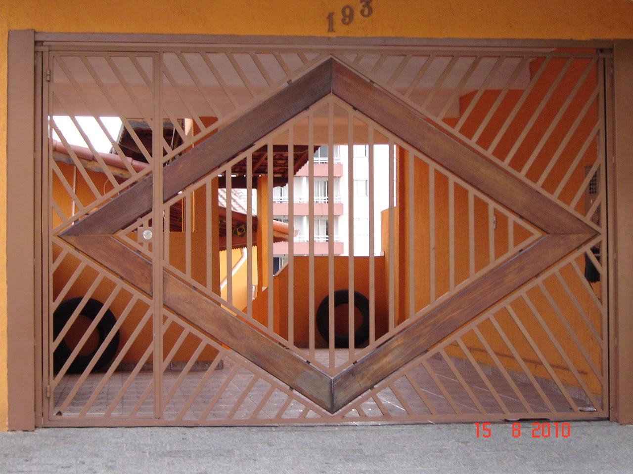 Portão Tubular com Detalhe em Madeira #B66E15 1280x960