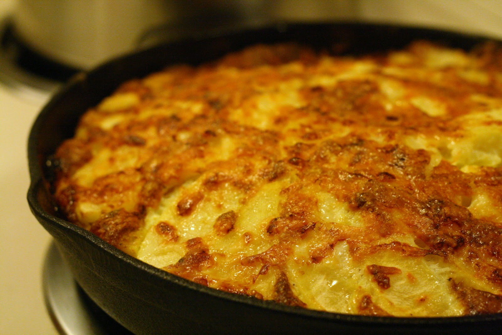 Laine's Recipe Box: Apple and Cheddar Frittata