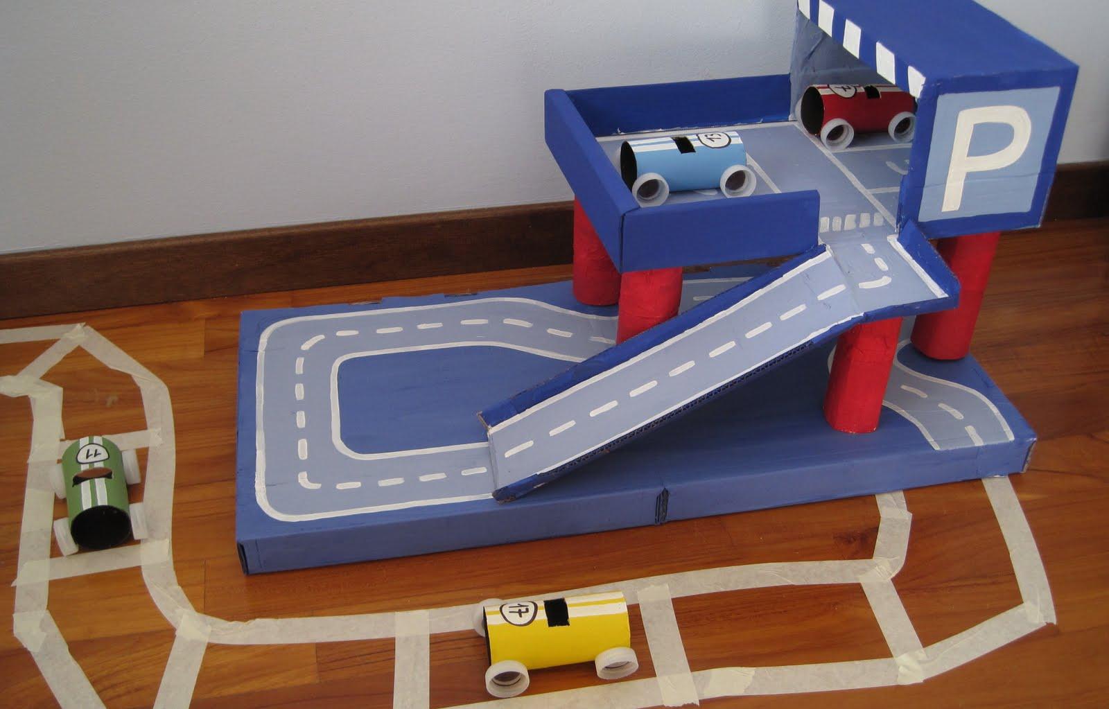 Super manumanie-kids: Parcheggio macchine di cartone YE63