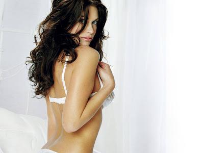 Kim Smith Sexy Bikini Model pictures