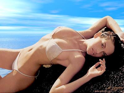 Kim Smith bikini 1024x768