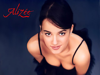 Alizee Jacotey 1024x768 wallpaper