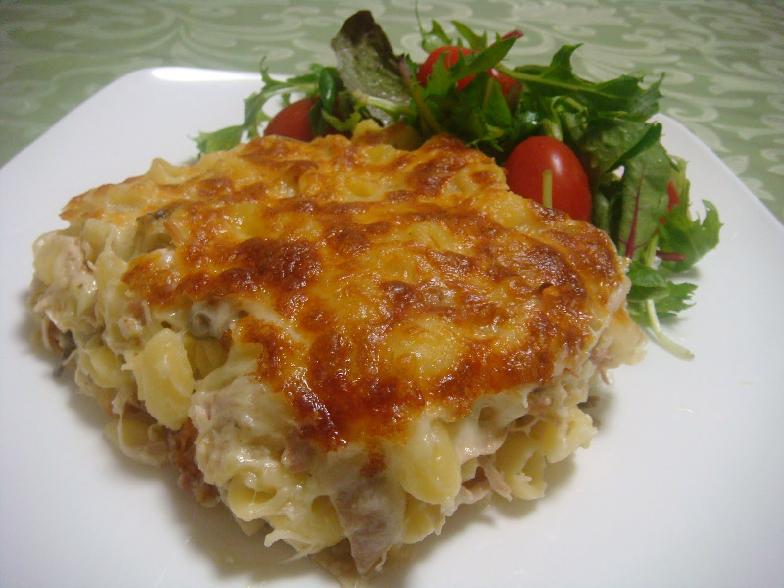 Saucy Thyme: Chicken, Mushroom and Brie Pasta Bake
