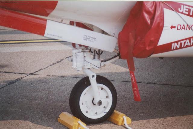 T-2C nose gear detail photo