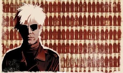 Andy Warhol junto a cientos de botellas de Coca-Cola
