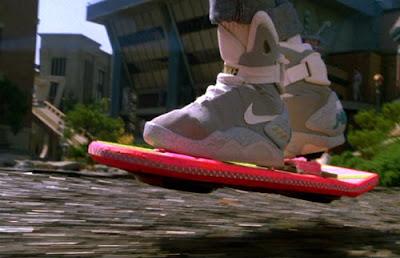 Patineta y zapatillas de volver al futuro