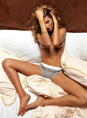 Gisele Bundchen - fara chiloti in GQ