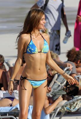 Miranda Kerr munceste in bikini