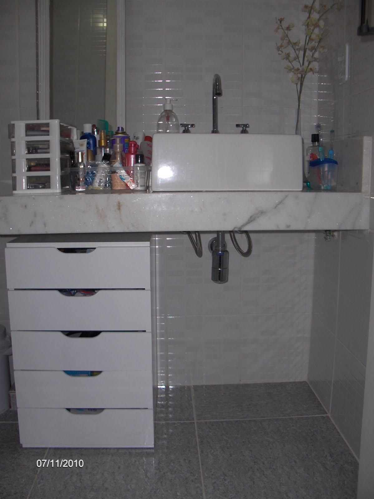 bancada. Ainda falta o espelho deixar a bancada mais livre mas tá  #4E5961 1200x1600 Armario Banheiro Rodizio