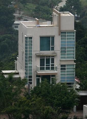 [Mugabe's+Hong+Kong+Villa.jpg]