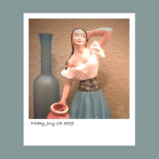 iPhone polaroid, latin woman statue