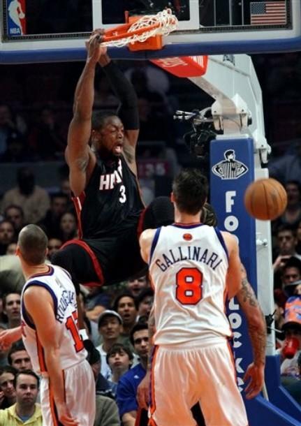 http://3.bp.blogspot.com/_42w5-R0zz2g/S8Ly1vDkiGI/AAAAAAAAL5w/NuWWEWuHt1A/s1600/Dwyane+Wade+Alley-Oop+Dunk+vs+Knicks.jpg