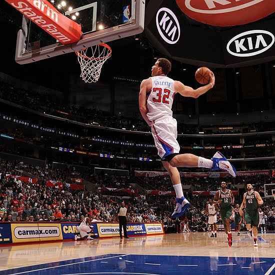 Blake Griffin breaks out the windmill, via NBA.
