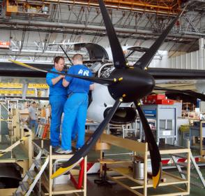 what is the starting salary for an aircraft maintenance