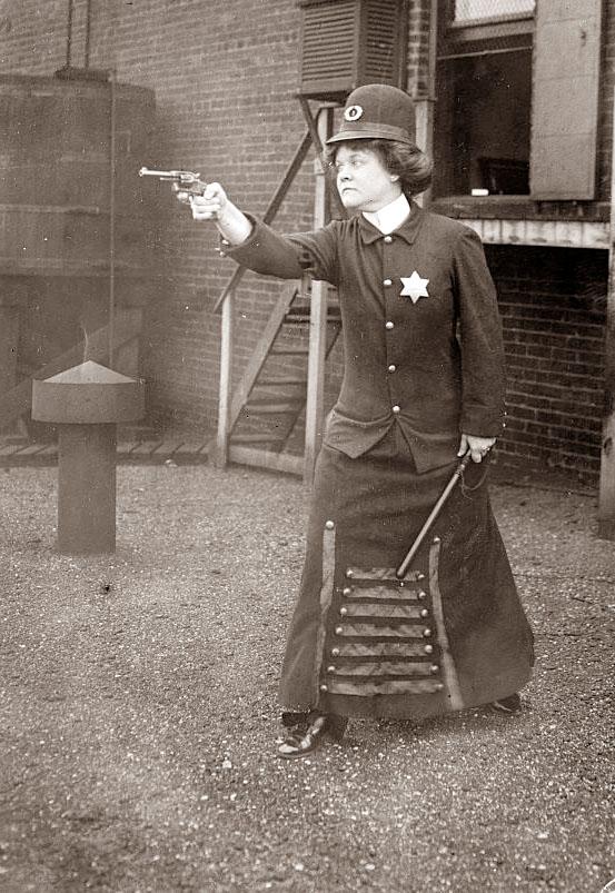 [police-woman.jpg]