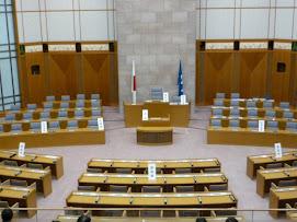 県議会議事堂内