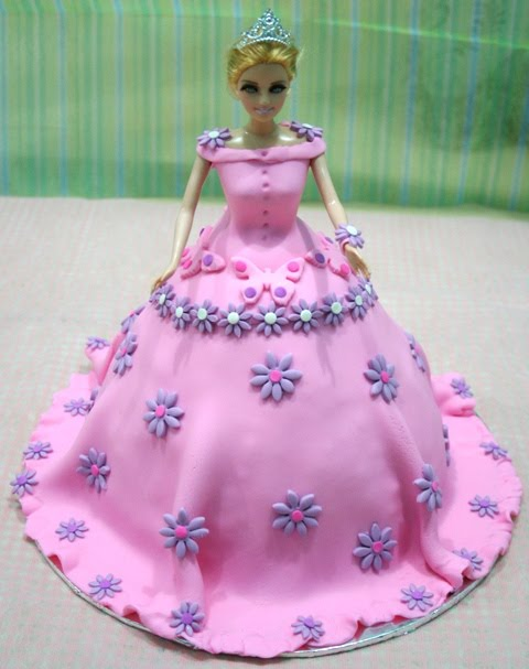 Latest Barbie Cake Design : Dunia Fondant: Barbie Fondant Cake....new design for girls