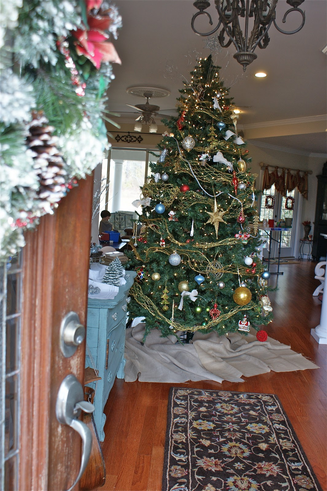 Color schemes for christmas trees -  Gold And Green And While I Don T Think I Ll Ever Rid Our Home Of Classic Holiday Touches I Really Have Enjoyed Exploring New Color Schemes