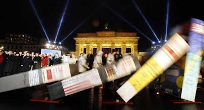 Idee Fotografiche Anniversario : Le foto dei festeggiamenti del 20° anniversario della caduta del