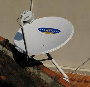 Pembajakan Hak Siar Eksklusif yang dimiliki Indovision oleh TV berbayar ilegal.