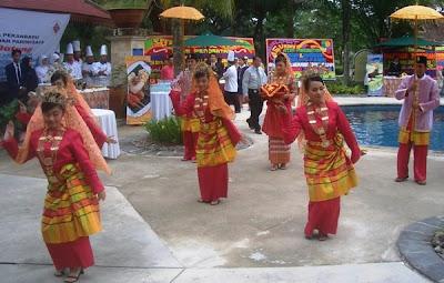 Traditional Dance - Riau Girl in Culture