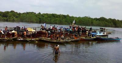 Shipwrecks or Market on Water, Foto Perairan Riau