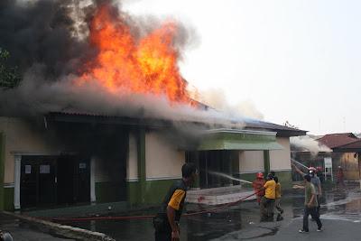Kantor Pekerjaan Umum Burned!