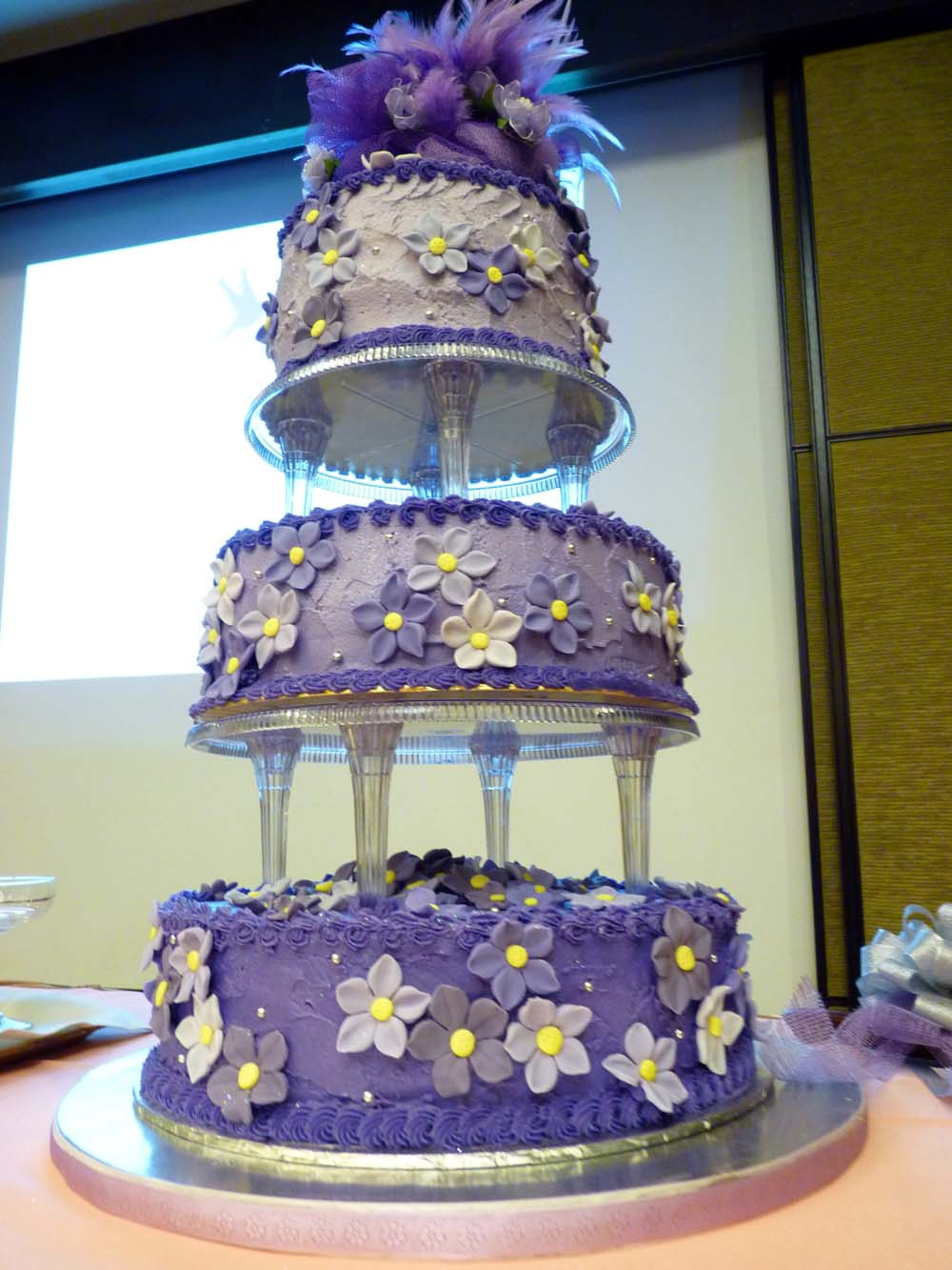 THE BEST CAKES IN TOWN: A Purple Wedding Cake