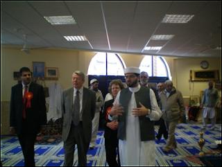 uk1 Gambar2 Pencemaran Masjid di Dunia   Termasuk Syeikh Azhar!