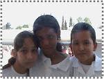 Saraí, Yara y  Felipe de 4º B