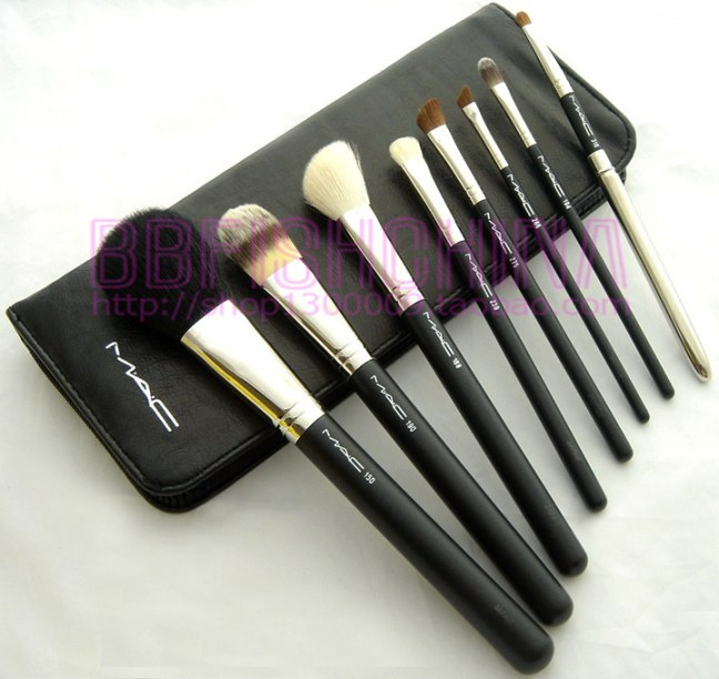 The makeup kit is well presented with big range of vibrant colors so it's perfect for you or for your teen to enjoy as her first makeup kit. This Complete Makeup Gift Set is the best gift for her. IMP.
