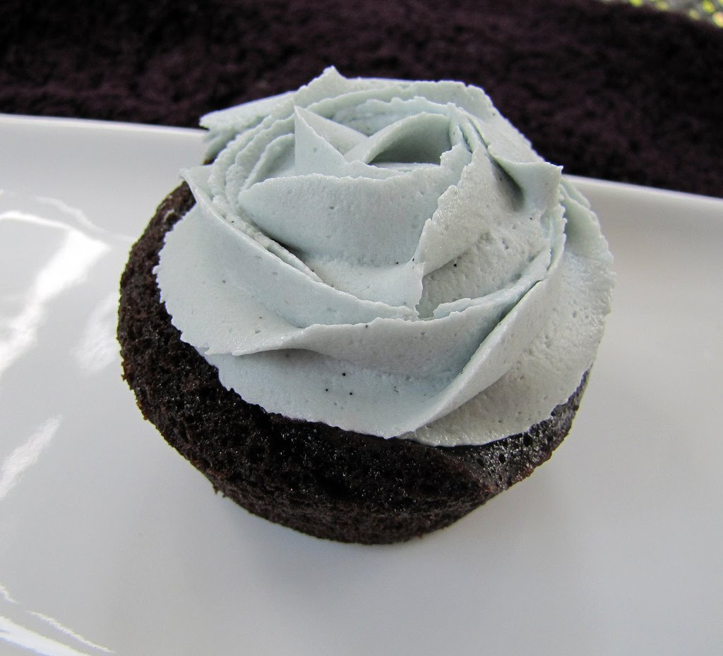 ... Dolce - sweet sugar: Vegan Chocolate Cupcakes with Vanilla Frosting
