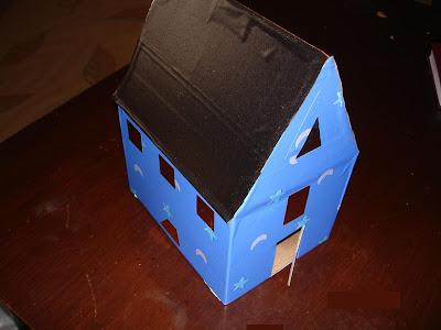 Çatısına farklı renk yapıştırıyoruz çeşitli yerlerine
