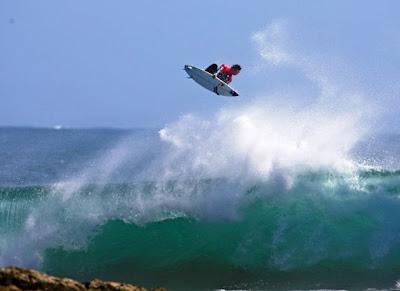 Jordy Smith gana en Tasmania www.aspworldtour.com