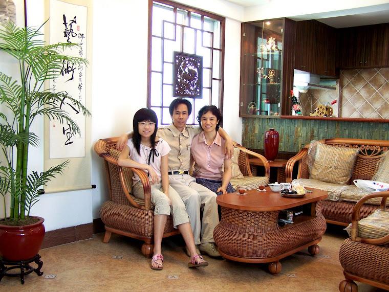Huang Qiang-hua's Family