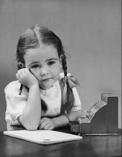 صمتي لا يعني جهلي بما يدور حولي   لكن مايدور حولي لا يستحق الكلام