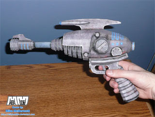 Alien Blaster Papercraft