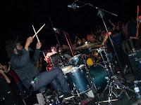 Este es Attis Jerrell Clopton el espectacular batería de Eli Paperboy Reed