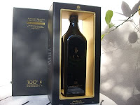 la botella de Johnnie Walker Black Labelespecial 100 aniversario