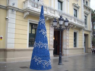 árbol de navidad frente al Ayuntamiento de l'Hospitalet