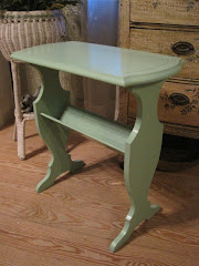 *SOLD* Sweet little vintage table (fresh green color)